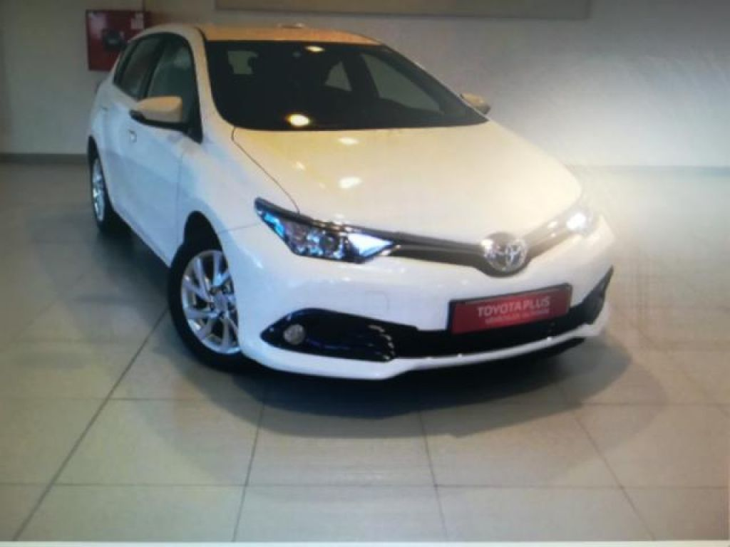 Toyota Auris 90D MANUAL 5 PUERTAS FEEL! FEEL! + BITONO + SMART EN segunda mano