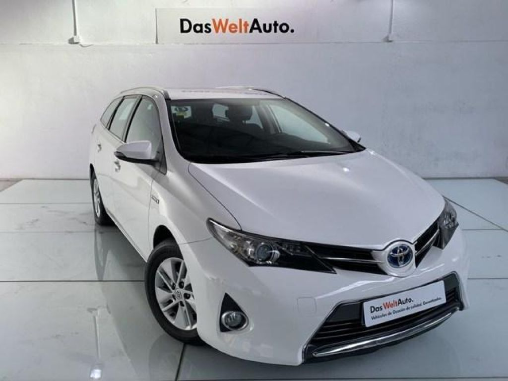 Toyota Auris 1.8 Hybrid Touring Sports Active 100 kW (136 CV) segunda mano Madrid